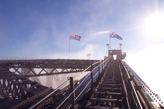 bridgeclimb-sydney-flags-morning