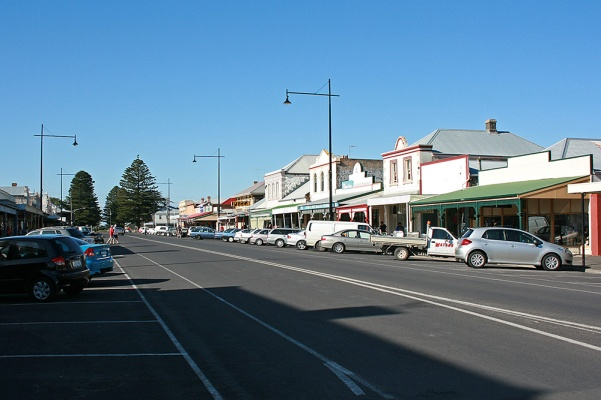 Port_Fairy,_main_street,_30.11.2009