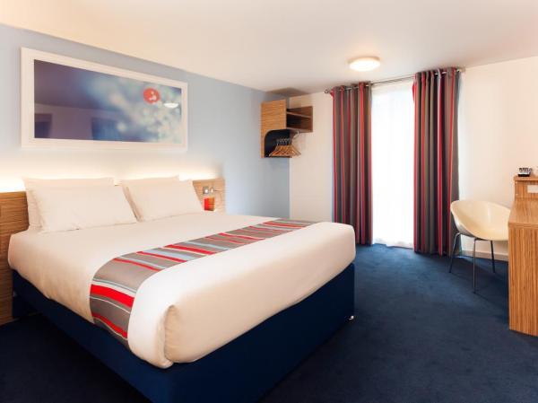 Travelodge bedroom 2