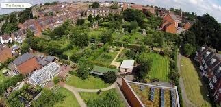 hil close gardens