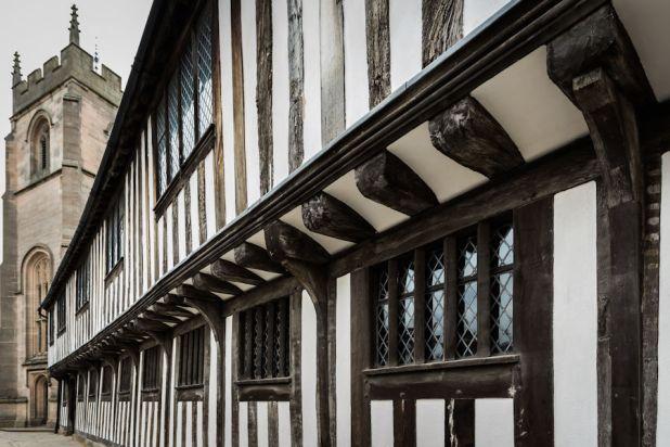 shakespeare-schoolroom-guildhall-stratford-upon-avon-online-9