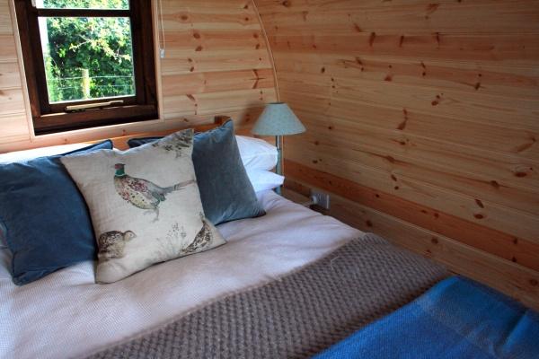 glamping-pods-warwickshire-bedding