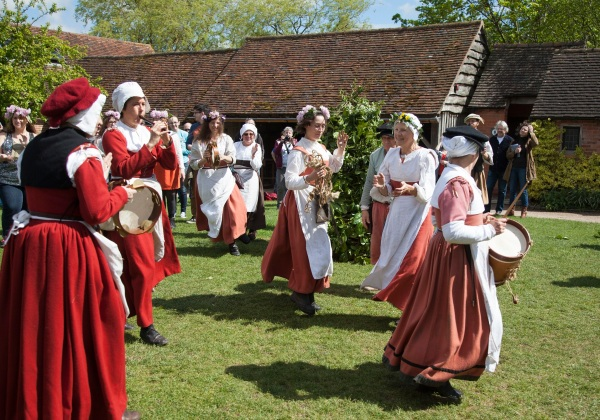 2015 May Day celebrations at Mary Ardens, Stratford upon Avon.